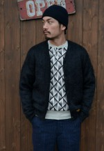 CALEE(キャリー) NATIVE PATTERN HENLEY NECK SWEAT とMOHAIR CARDIGANのコーデ